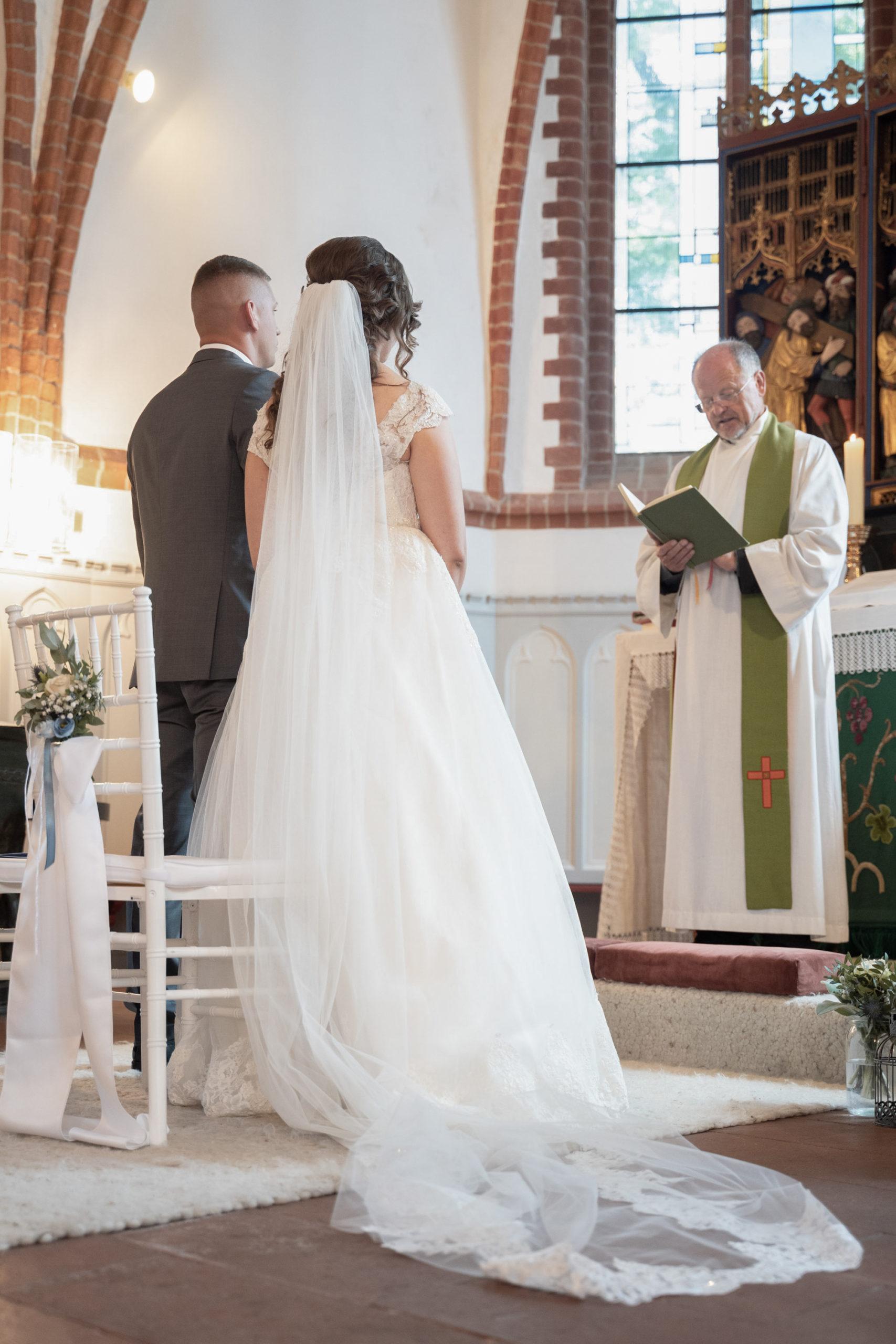 Hochzeitsfotografie, Lüneburger Heide, kirchliche Trauung, Pastor