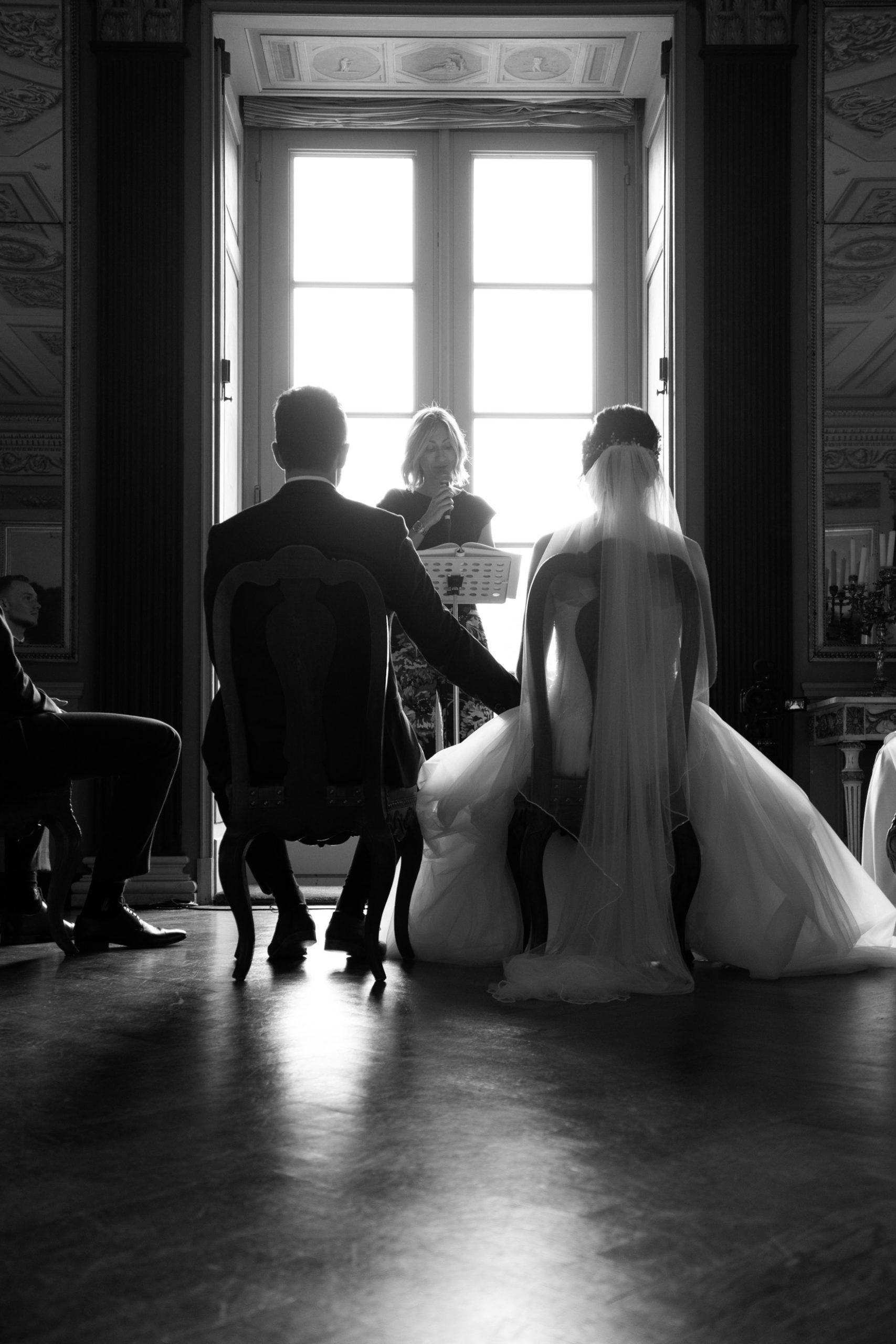 Hochzeitsfilm, Hochzeitsfotografie, schwarz weiß, Standesamt, Hochzeitsfotograf