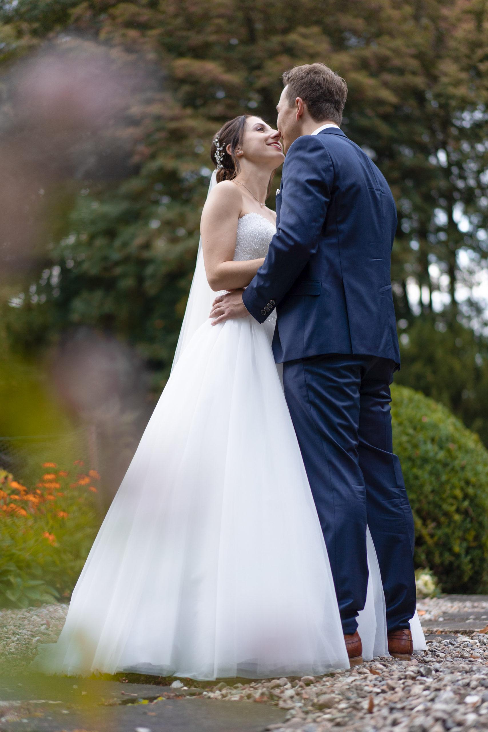 Hochzeitsfilm, Hochzeitsfotografie, Herbsthochzeit, Brautkleid, Brautstrauß