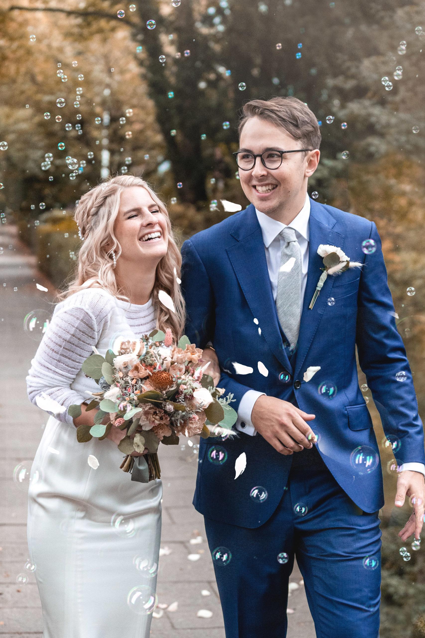 Hochzeitsfilm, Hochzeitsfotografie, Brautpaar, Lüneburger Heide, glücklich